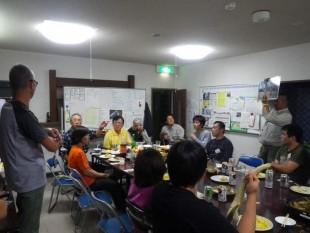 夕食を囲みながら、知床財団職員によるミニレクチャーを実施しました。
