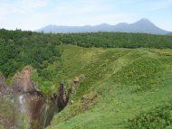 フレぺの滝と知床連山