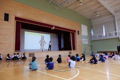 今年も知床ウトロ学校で「ヒグマ授業」を行いました